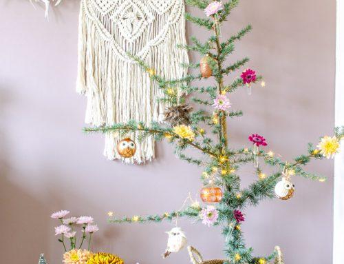 DIY: versier je kerstboom met bloemen