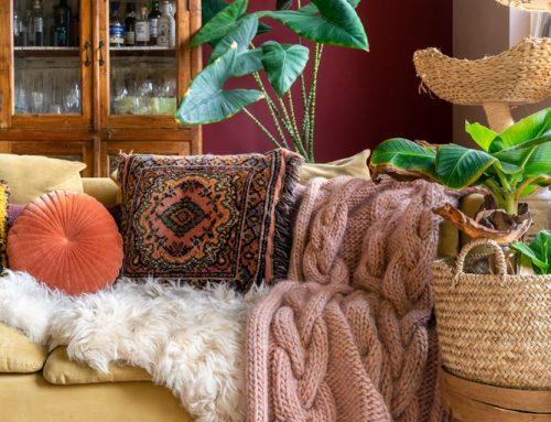 Nieuw: terracotta rode muur in de woonkamer