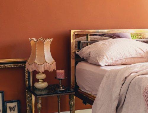 Hollywood Regency bed + nieuwe kleur op de muur – slaapkamer make-over deel 3
