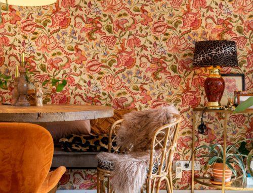 Woonkamer make-over: van terra wand naar bloemenbehang